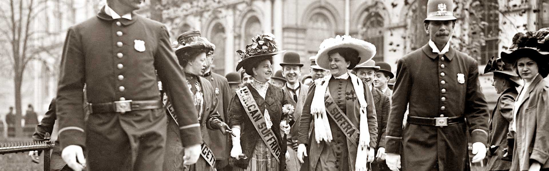 Suffragettes leaving New York City Hall, 1908